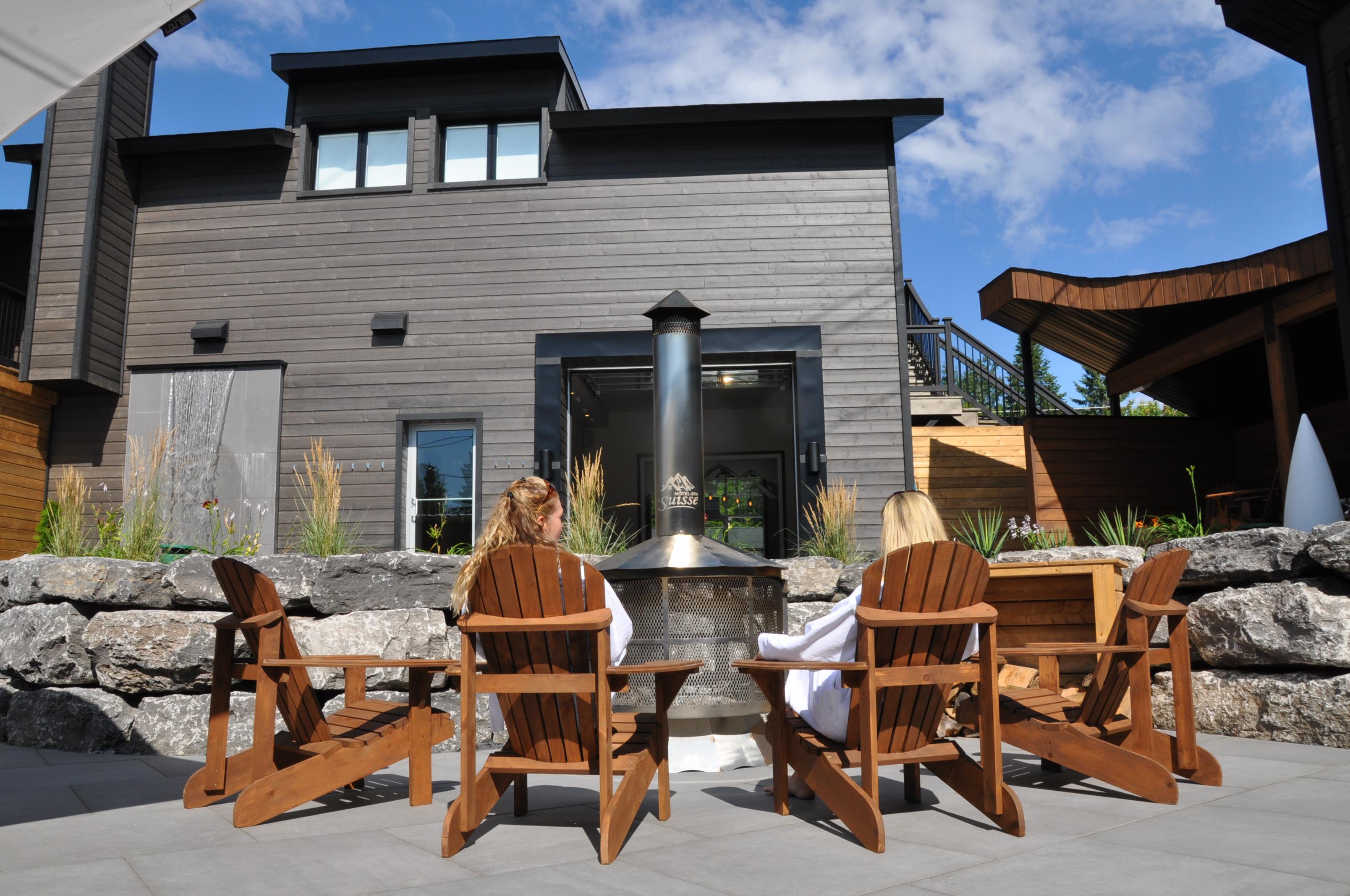 Hôtel-Spa Le Suisse aire de détente extérieure