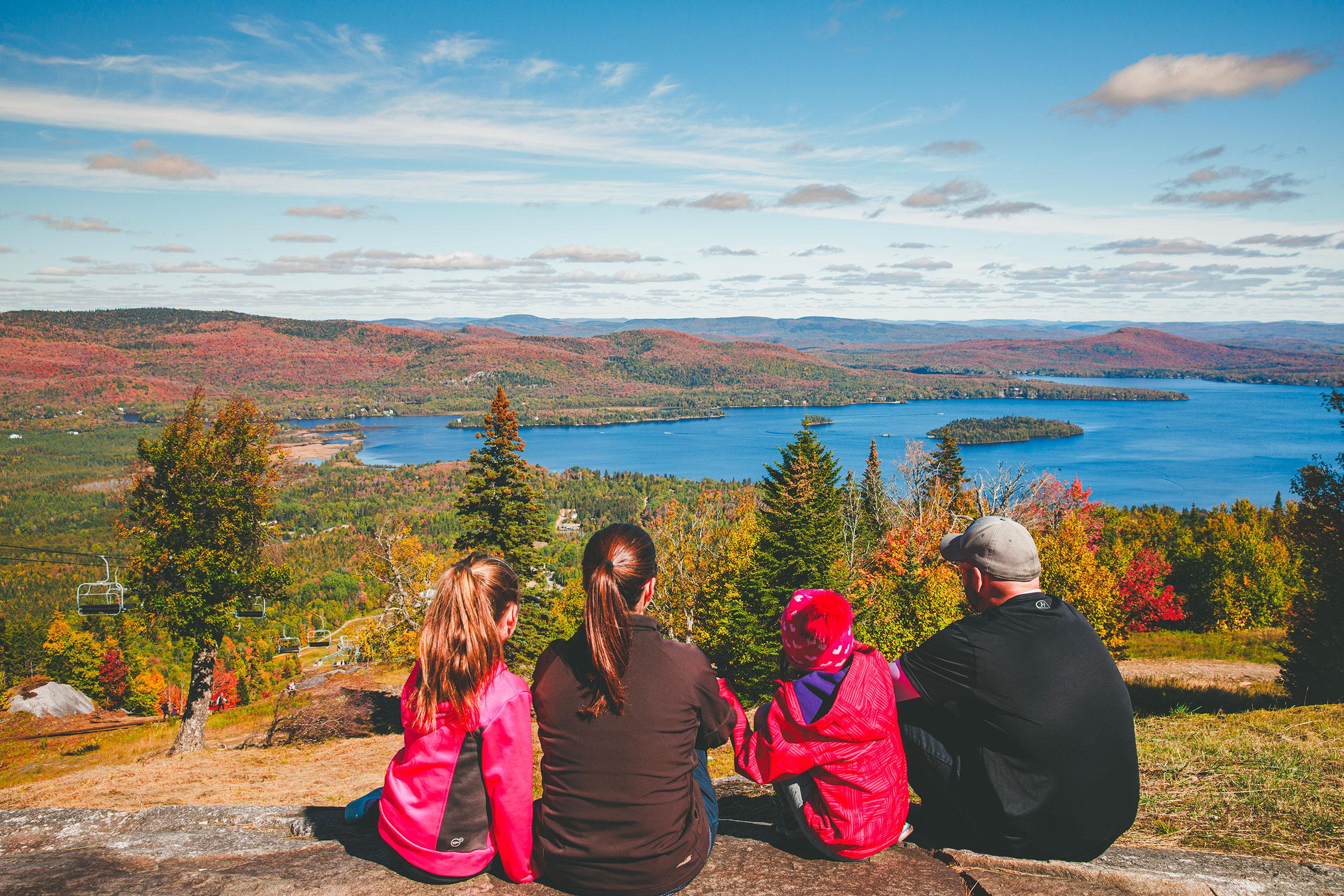 Famille en automne à Ski La Réserve