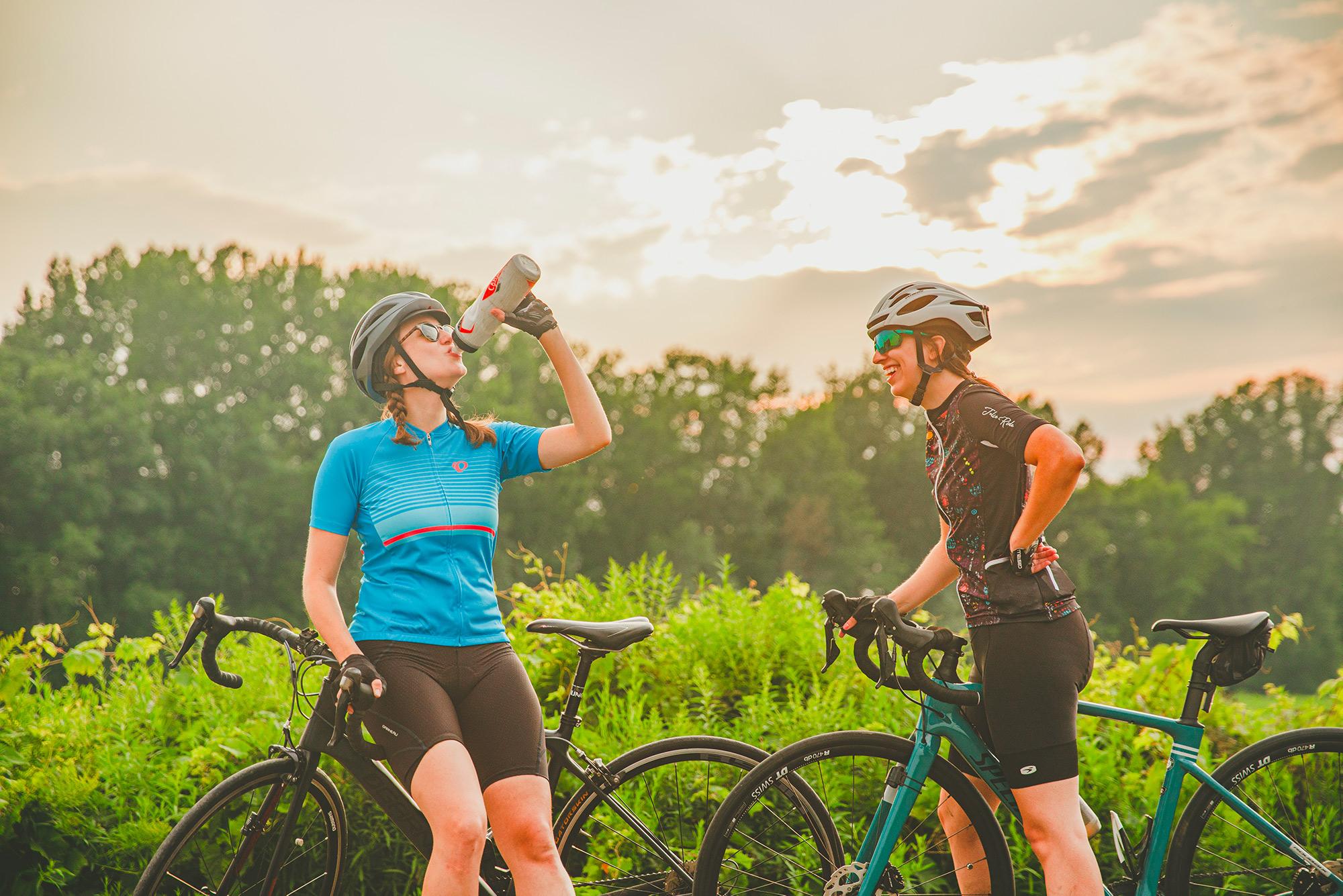 Deux filles à vélo dans Lanaudière