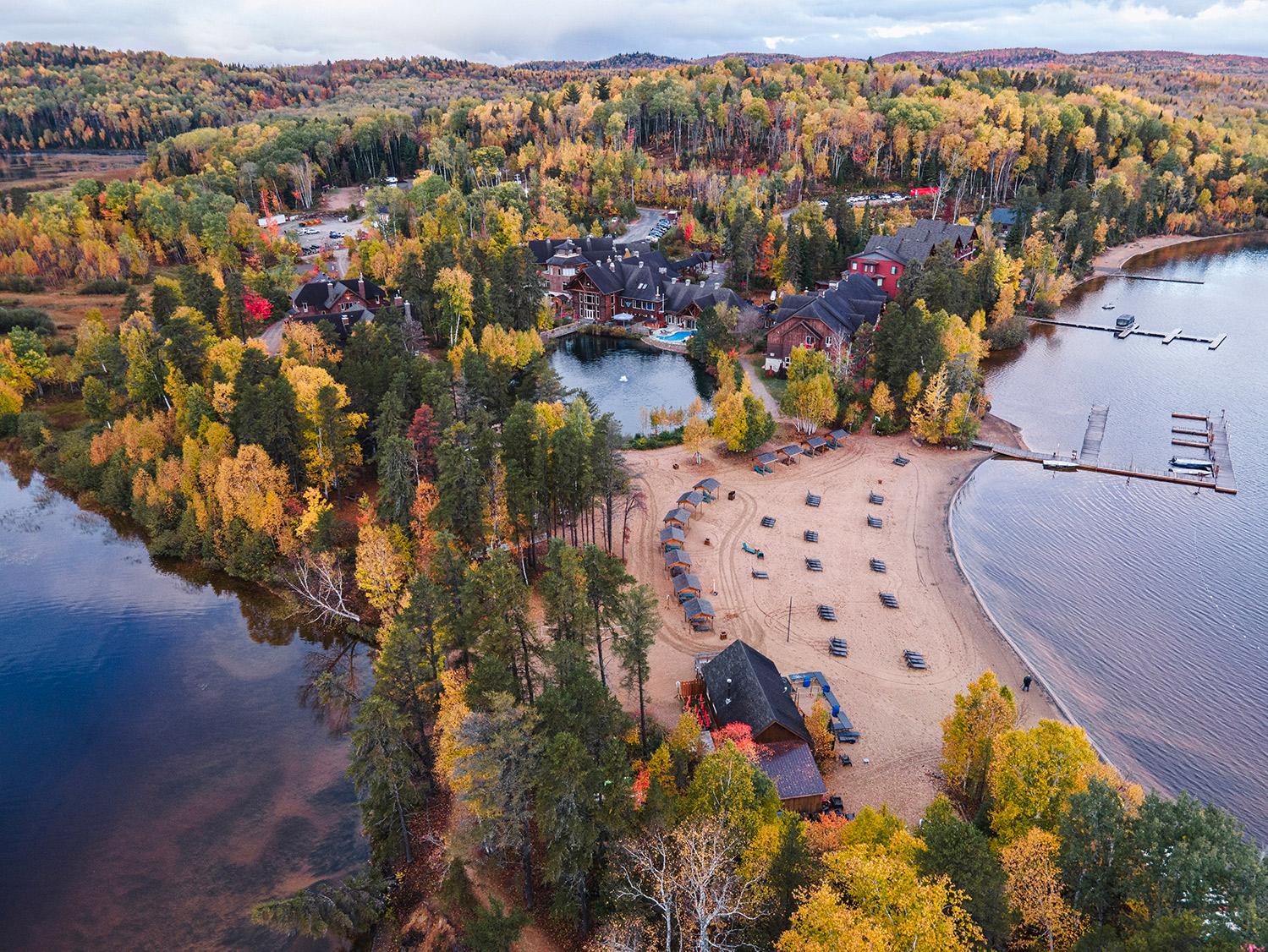 Auberge du Lac Taureau en automne