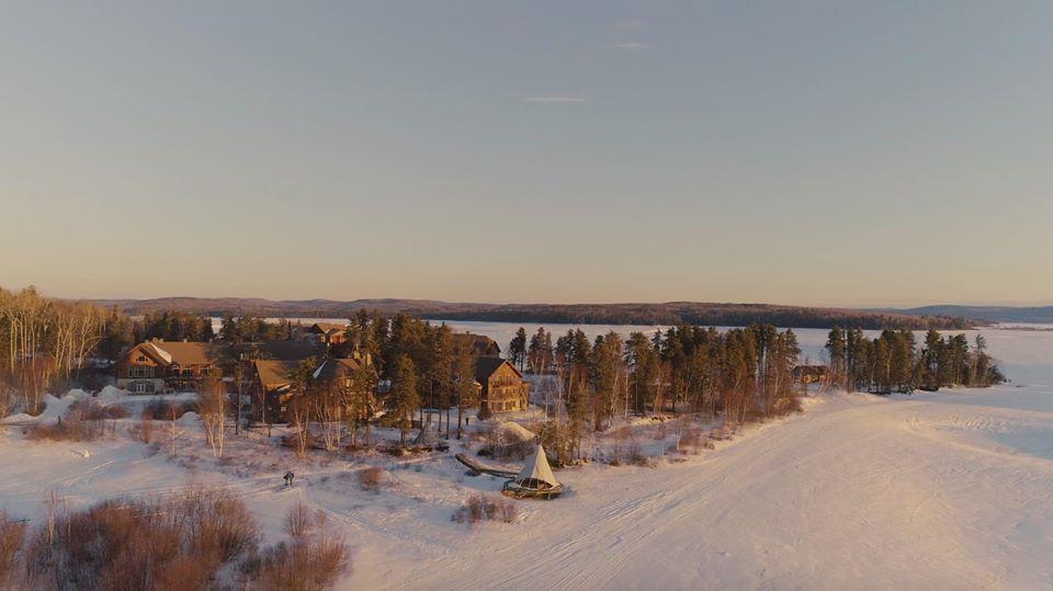 Survol le lac Taureau en hydraski, une activité inusité à faire à l'Auberge du Lac Taureau, dans Lanaudière