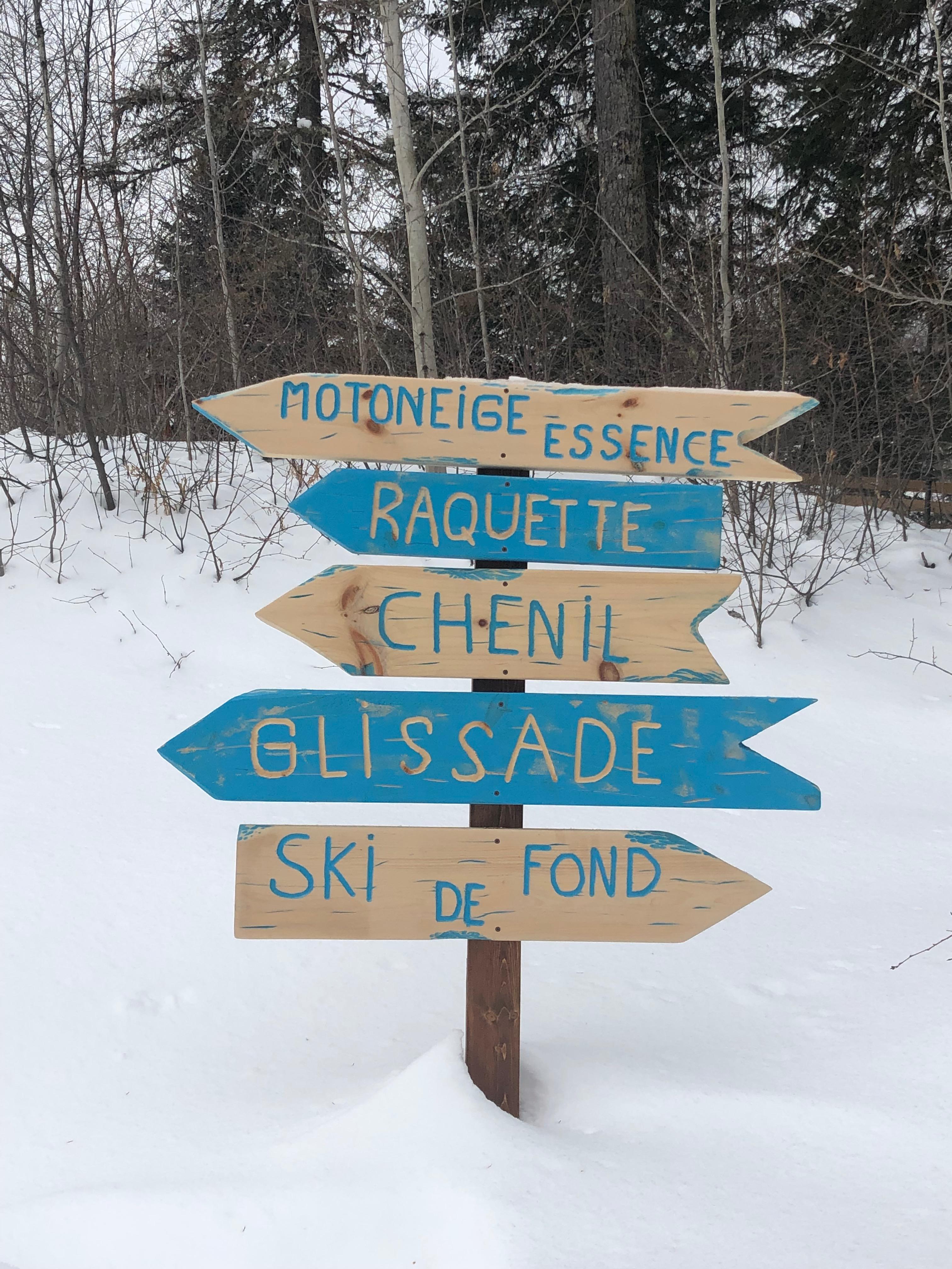Pancarte extérieure à l'Auberge du Lac Taureau