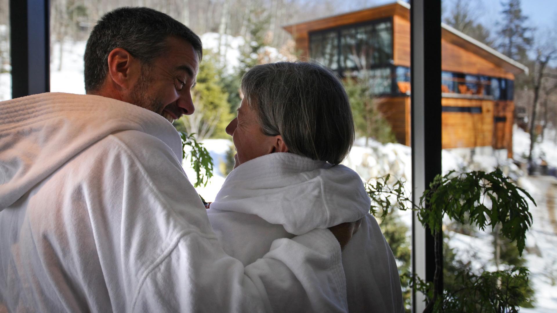 Couple au spa (La Source Bains Nordiques)
